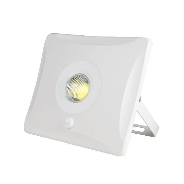 Прожектор светодиодный с датчиком движения ULF-F31-30W/DW SENSOR IP65 100-265В WHITE