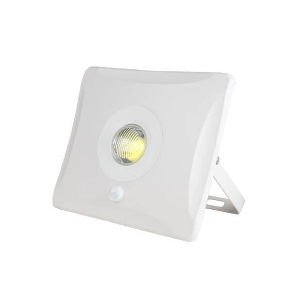 Прожектор светодиодный с датчиком движения ULF-F31-10W/DW SENSOR IP65 100-265В WHITE